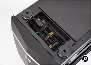 ケース内に延長ケーブルがあり、底面で電源ユニットに接続しておく