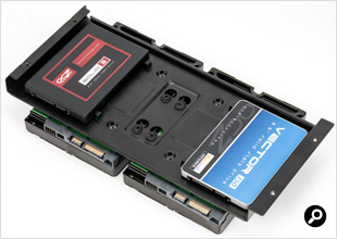 側面のフレームの裏側にHDDを取り付けると