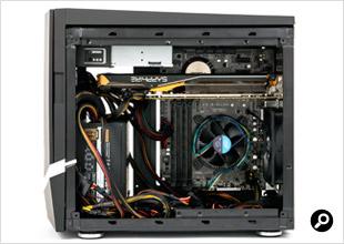 Colossus microATXにSSDとHDD以外のパーツを組み込んだところ