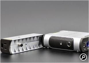 Sherpa Inverter AC Inverter V2の側面に、接続用の端子がある