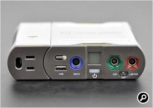 100Vコンセントは、USB端子などと同じ面にある