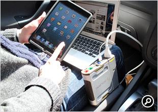 MacBook AirとiPad miniを同時に給電しながら利用できる