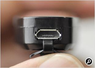 マウス上面のmicro USB(給電用)端子