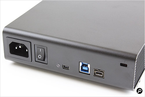 AC内蔵、USB3.0/FireWire800サポート