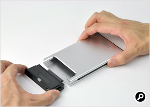 HDDやSSDはとても簡単に内蔵できる