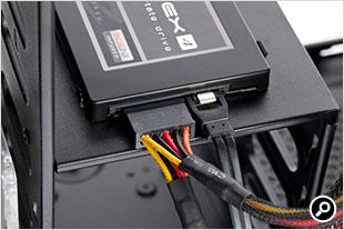 Zalman Z5 3.5インチ内部ベイ上部にSSDベイを装備