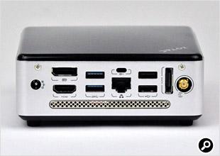 背面にUSBやLAN、映像出力端子、Wi-Fiアンテナ装着部を備える