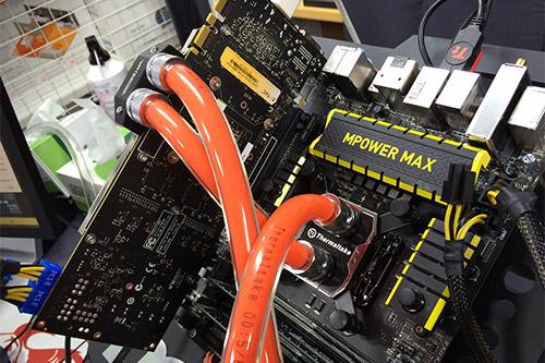 CPU・GPUにしっかりと水冷ヘッドを装着