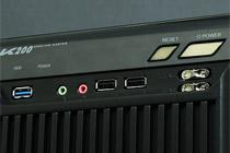 ファンコントローラーとUSB3.0を前面に装備