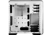 最大423mmの拡張カード搭載スペースを確保