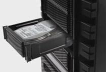 SATAドライブに対応したリムーバブルHDDケースを搭載