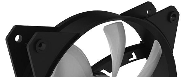 振動ノイズを低減する防振ラバーリングを装備
