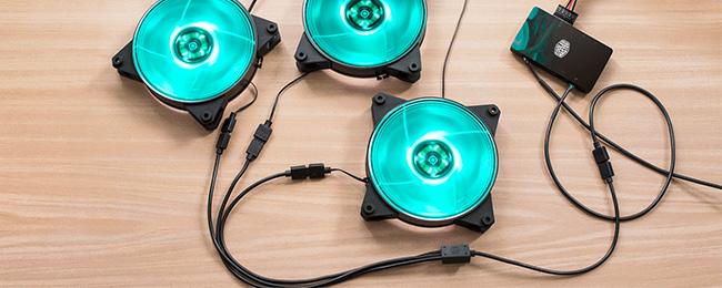 別売の分岐ケーブル使用により更にファンを接続可能