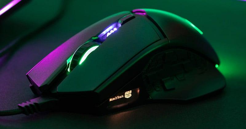 カスタマイズ可能なRGB LEDイルミネーション