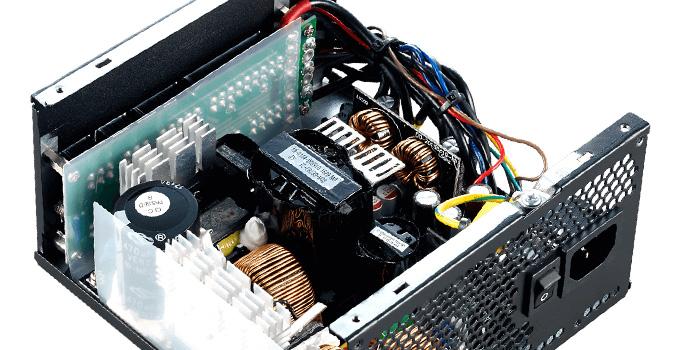 安定した電圧出力を実現する回路構成