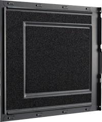内部の音を吸収する吸音シートを前面ドアと左右側面に搭載