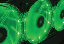 7色に光るLEDを搭載したPWM対応の140mm径ファン