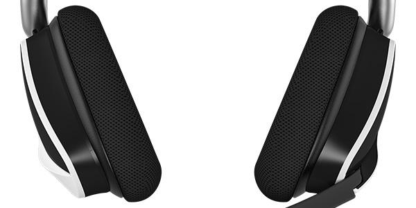 快適な装着感を実現するイヤーパッドを採用