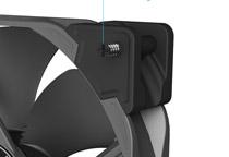 ファンの四隅にゴム製の防振マウンタを装備