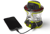 スマートフォンなどを充電できるUSB出力ポートを装備