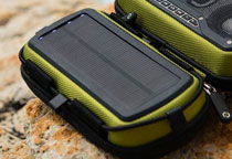 内蔵ソーラーパネルによる充電に対応
