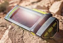 内蔵ソーラーパネルやダイナモ手回しによる充電に対応
