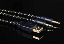 USBハブ・ライン出力・マイク入力端子を装備
