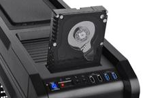 HDDやSSDに対応したドッキングマウンタを装備