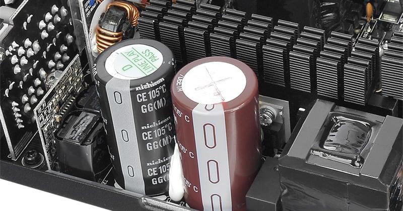 高い性能と信頼性を誇る日本メーカー製高品質コンデンサ搭載