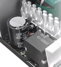 高い性能と信頼性を誇る日本製105℃コンデンサ搭載、アクティブPFCとユニバーサル入力に対応