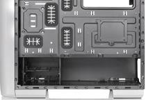 ケーブルマネジメントに優れた電源カバーを搭載