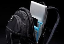 17インチ MacBook ProとiPadを収納可能