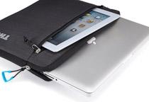 MacBookとiPadを同時収納可能