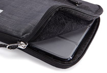 7インチタブレットを純正カバーを装着したままでも収納可能!