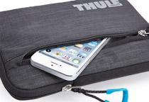 スマートフォンやスタイラスペンが収納可能なポケットを搭載