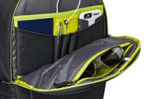 壊れやすい小物を収納できるパッド付きポケット