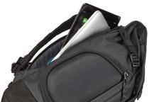MacBook ProやiPad収納スペースを装備