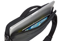13/15インチ MacBookとiPadの同時収納に対応
