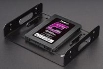 SSDマウンタに加え、振動防止ゴムが付属するツールフリーHDDベイ